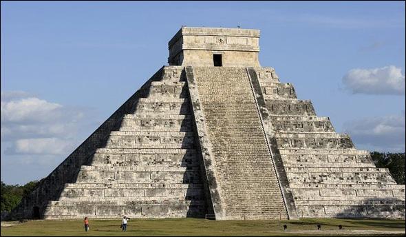The Pyramid at Chichén Itzá (before 800 A.D.) Yucatan Peninsula, Mexico