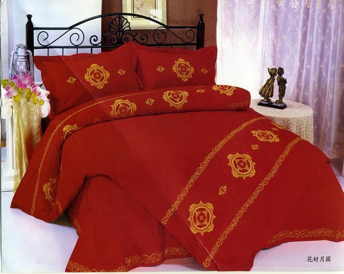 حمراء غرفة باللون الأحمر مفارش سرير باللون الاحمر 5299.png