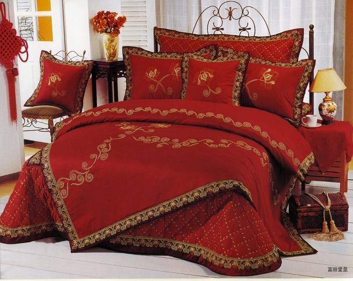 غرف نوم حمراء لليلة رومانسية