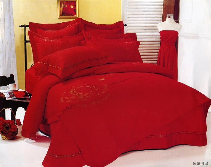 حمراء غرفة باللون الأحمر مفارش سرير باللون الاحمر 5301.png