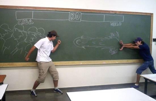شوفو كيفاش يلعبو التلاميذ في غياب المعلم.................... 8063
