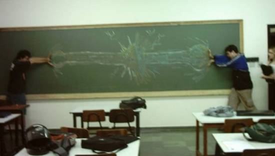 شوفو كيفاش يلعبو التلاميذ في غياب المعلم.................... 8065